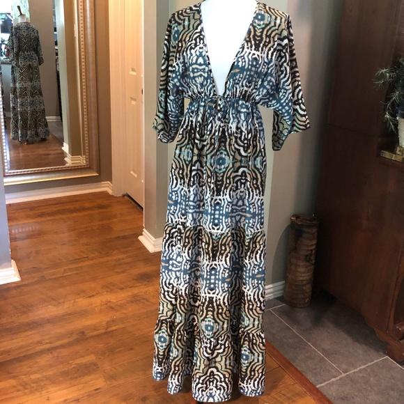 Romeo & Juliet Couture Dresses & Skirts - ROMEO + JULIET COUTURE MAXI DRESS